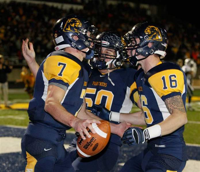 Whitmer-football-jubilation-1