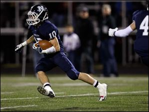 The Wildcats' Nick George runs the ball during the first quarter of their Division III playoff game against Bryan.
