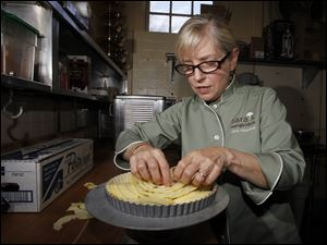 Chef Sara Moulton puts together a French apple tart at Inverness Club.
