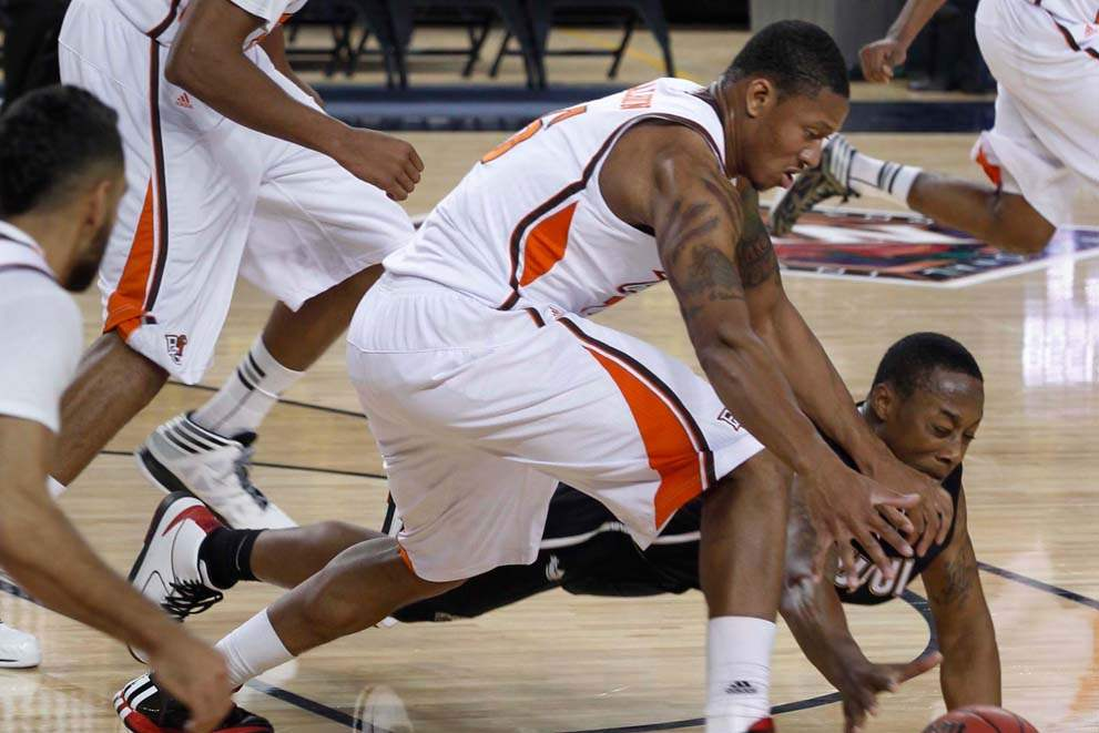 BGSU-IUPUI-loose-ball