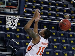 A'uston Calhoun loses control of the ball during a dunk attempt.