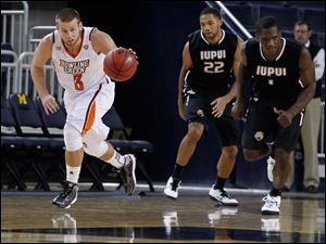 BGSU's Luke Kraus dribbles the other way after picking up a steal.