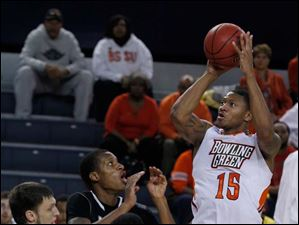BGSU's A'uston Calhoun shoots and misses during 2nd half.
