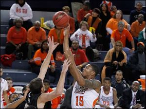 IUPUI's Mitchell Patton guards BGSU's A'uston Calhoun as he aims for the basket and misses during 2nd half.