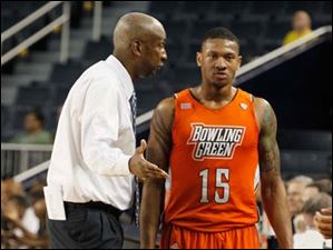 BGSU head coach Louis Orr talks to A'uston Calhoun during NIT game.