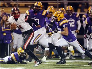 Central Catholic QB DeShone Kizer (14) runs the ball against  Avon.