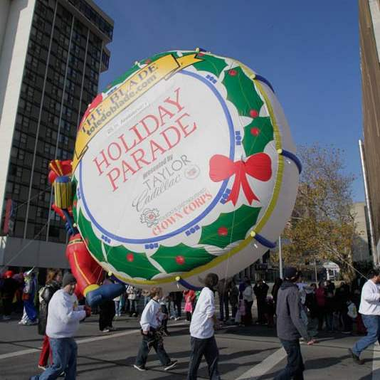 Holiday-Parade-balloon