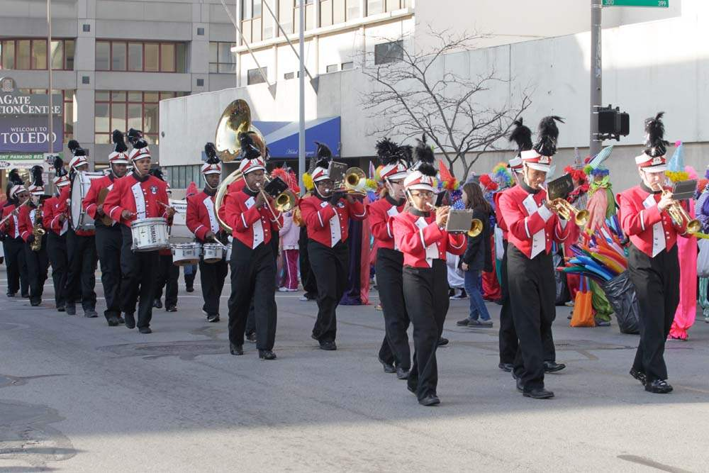 Holiday-Parade-Rogers-marching-band