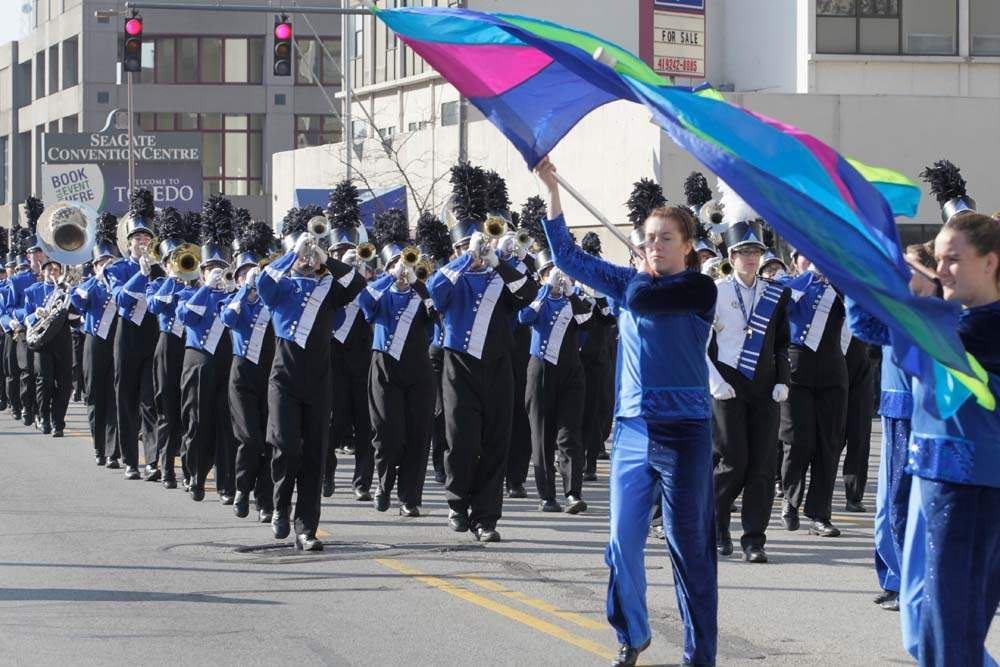 Holiday-Parade-Springfield-High-School-Blue-Devil-Marching-Band
