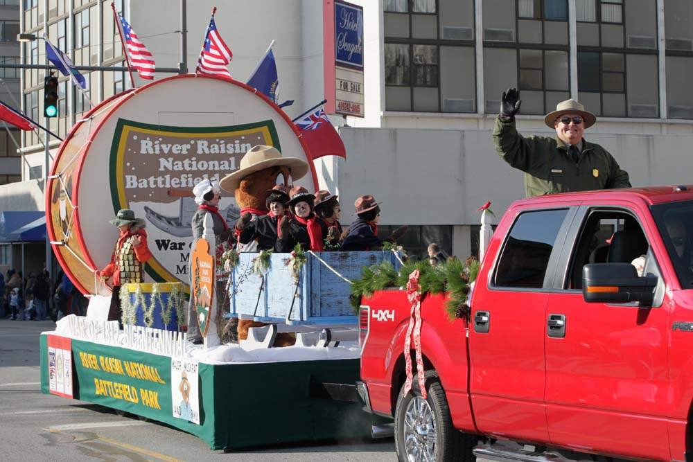 Holiday-parade-River-Raisin