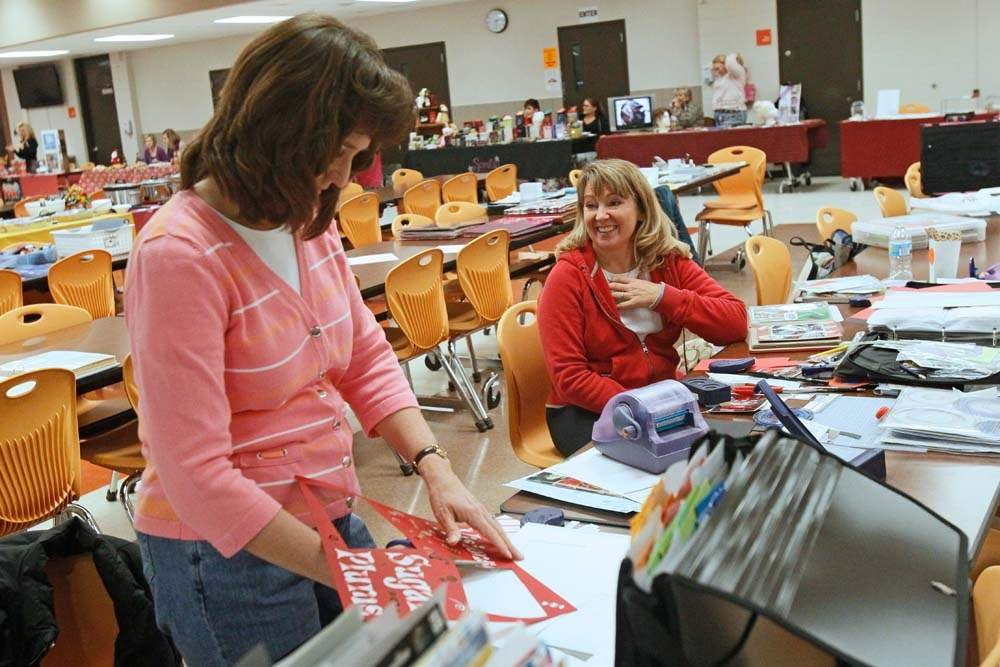 Southview-Shop-and-Crop-scrapbooking