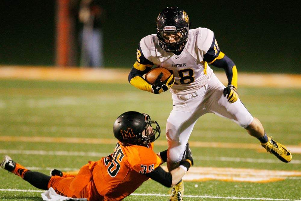 Whitmer-football-Holley-eludes-tackle