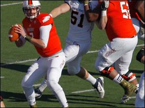 BGSU quarterback Matt Schilz looks for an open man.