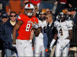 BGSU receiver Chris Gallon runs the ball in for a touchdown.