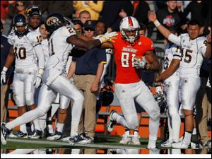Kent State's Sidney Saulter gets stiff-armed by BGSU's Chris Gallon as No. 81 goes runs for a touchdown.