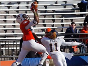 BGSU's Shaun Joplin goes up for touchdown catch over Kent State's Norman Wolfe Jr.
