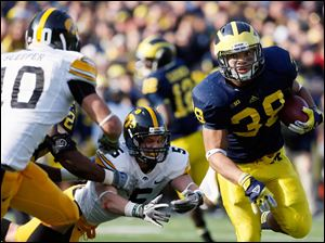 Michigan RB Thomas Rawls (38) runs the ball.
