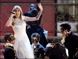 Taylor Swift performs ""