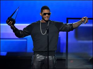 Usher accepts the award for favorite male artist in soul/R&B.