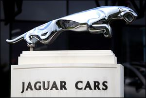 Jaguar, a British luxury car company, said Sunday that a deal has been made with the Chery Automobile Company to build the cars at a new factory to be built near Shanghai.