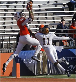Shaun Joplin goes up for a touchdown catch over Kent State's Norman Wolfe Jr.