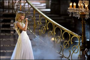 "Taylor Swift performs """"I Knew Your Were Trouble"""" at the 40th Annual American Music Awards on Sunday in Los Angeles."