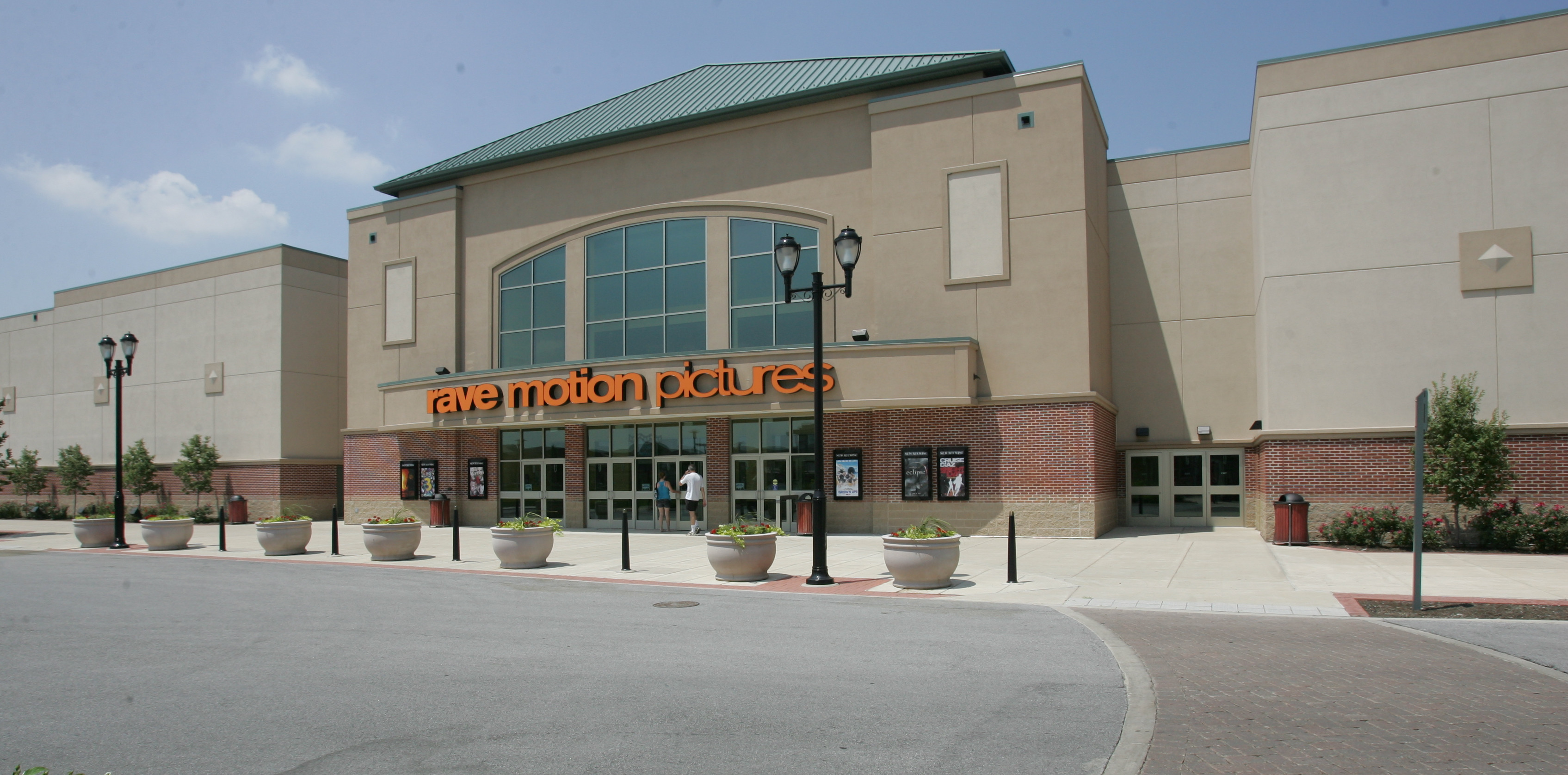 cinemark holdings to acquire all 32 rave theaters the blade