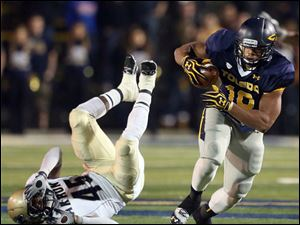 Toledo running back David Pasquale beats Akron's Justin March to score a touchdown during the second quarter.
