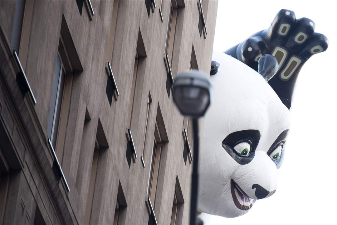 The-Kung-Fu-Panda-balloon-floats-in-the-Macy-s
