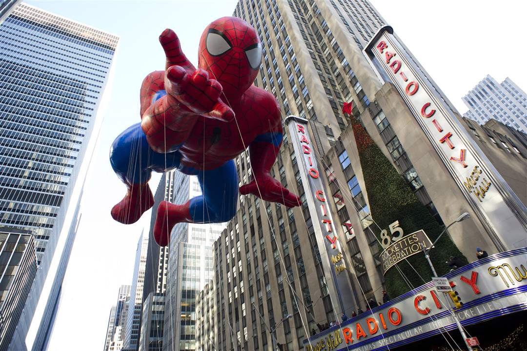 The-Spider-Man-balloon-floats
