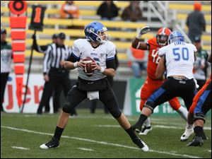 Buffalo QB Joe Licata (16) looks to throw against Bowling Green.