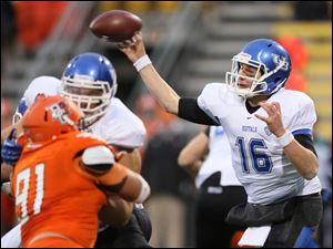 Buffalo QB Joe Licata (16) throws the ball against Bowling Green State University.