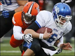 Bowling Green State University defender Brian Sutton (3) sacks Buffalo QB Joe Licata (16). BGSU won 21-7.