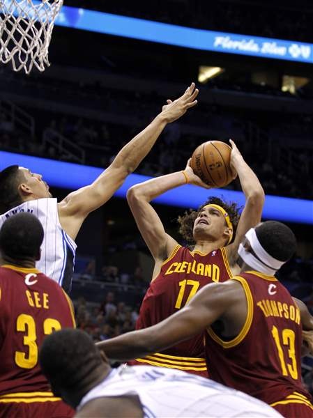 Cavaliers-Magic-Basketball-Varejao