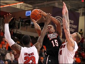 Detroit's Doug Anderson, left, and Nick Minnerath guard BGSU's A'uston Calhoun.