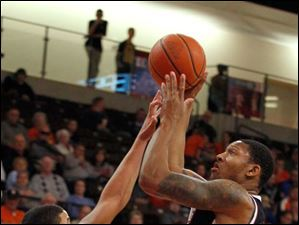 Detroit's Ray McCallum tries to block BGSU's Austin Calhoun.