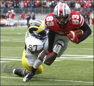 Ohio State WR Michael Thomas (83) runs the ball against  Michigan DE Frank Clark (57) Saturday.