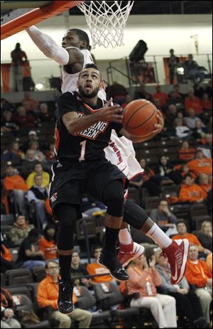 BGSU's Jordon Crawford gets past Detroit's Doug Anderson for a layup at the Stroh Center. Crawford scored a team-high 26 points.