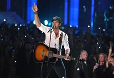 2012-CMT-Music-Awards-Show-Luke-Bryan