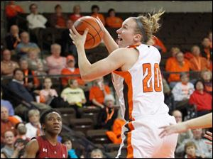 Temple's Rateska Brown watches as BGSU's Allison Papenfuss grabs a rebound in the second half.