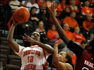 BGSU's Alexis Rogers shoots over Temple defenders Natasha Thames, 32, and Victoria Macaulay.