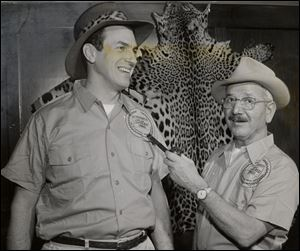 'Jungle Larry' Tetzlaff, left, and Blade outdoors editor Lou Klewer promote The Blade-Toledo Zoo safari to South America in 1960, which was undertaken to mark the newspaper's 125th anniversary. Mr. Tetzlaff, an animal expert, led the safari.