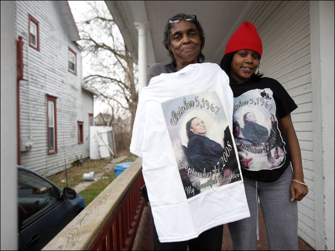 Cold case Juanita Williams Juanita Williams, left, mother of Lynette Lenora Reid, and Reid's daughter Krystal show shirts made in Reid's honor at Ms. Williams' home in Toledo. Reid died on Sept. 17, 2008.
