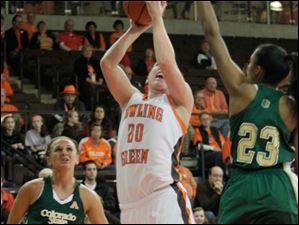 BGSU's Allison Papenfuss drives to the hoop.