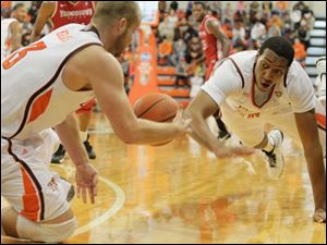 BGSU teammates Luke Kraus, left, and Cameron Black chase a loose ball in the first half.