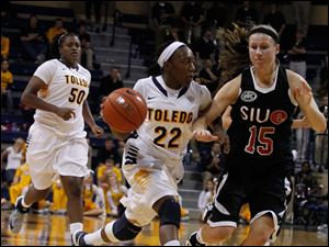 UT's Andola Dortch is guarded by SIU's Valerie Finnin.