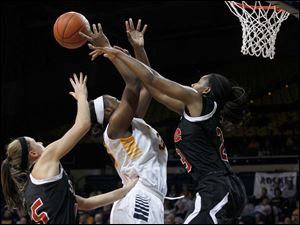 SIU's Valerie Finnin, left, and Tierny Austin force the ball from UT's Yolanda Richardson.