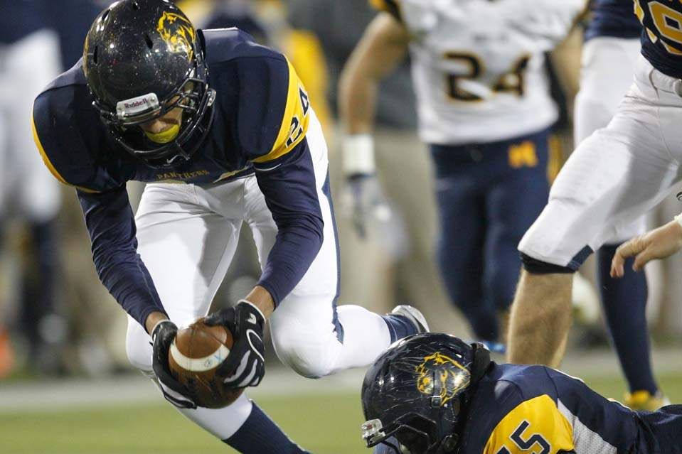 Whitmer-at-state-fumble-recovery