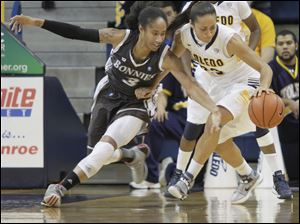 UT's Inma Zanoguera, right, maintains control of the ball while defended by SBSt. Bonaventure's Alaina Walker.