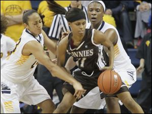 Toledo's Inma Zanoguera, left, and teammate Yolanda Richardson, right, defend St. Bonaventure's Hannah Little.